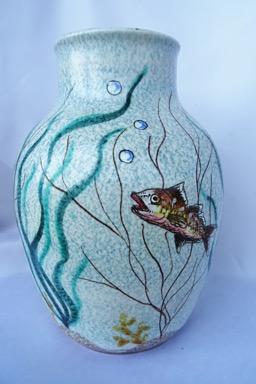 Un vecchio vaso coi pesci